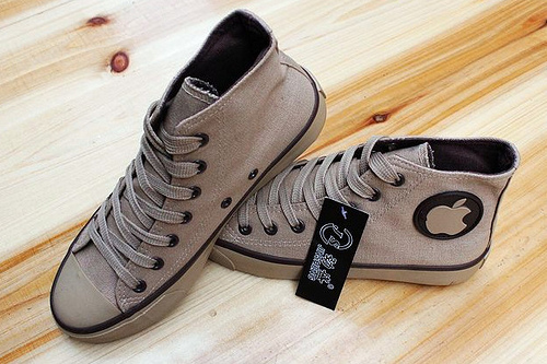 נעלי אפל